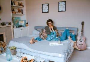 Date ideas: couple having pizza in bed together